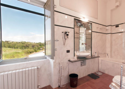 78-suite-butterfly-bathroom